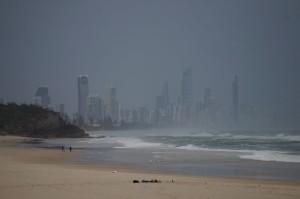 Blick auf die eigentlich golden schimmernde Küste (Gold Coast)