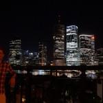 Vor der Skyline von Brisbane